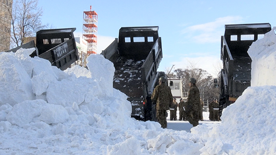 大雪像の雪、輸送開始詳しくはこちら
