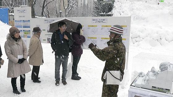 「進撃の巨人」大雪像づくり見学詳しくはこちら
