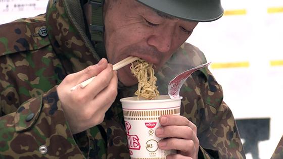 自衛隊員らにカップ麺差し入れ詳しくはこちら