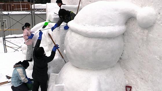 札幌平岸高生 雪像作りに励む詳しくはこちら
