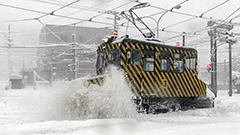 札幌一気に冬 ササラ電車が初仕事