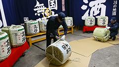 スギの香りほのかに こもだる作り最盛期 旭川・高砂酒造