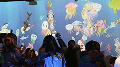 描いた魚が泳ぎ出す 「お絵かき水族館」でデジタル体験<まなぶんウインタースクール>3