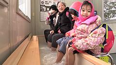 道庁赤れんが庁舎前庭に「足湯バー」 登別と十勝川の温泉を「春節」に合わせ再現 札幌