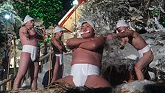 雪が舞う中、冷水を浴び豊漁、豊作祈る「寒中みそぎ祭り」 北海道・木古内