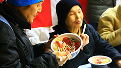 本マグロの大トロ、中トロどっさり 豪快のっけ丼に行列 旭川 銀座マルシェにぎわう