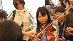 オーケストラの楽器演奏にも挑戦<まなぶんウインタースクール>5
