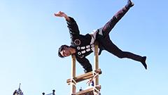 高さ6mのはしご上で技を披露 伝統の技に拍手 札幌で消防出初め式