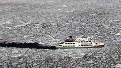 待ってた流氷 ようやく網走で「初日」 砕氷船の乗客は大喜び