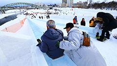 長ーい滑り台や幅130mの大迫力「雪の動物園」が待ってる 旭川冬まつり開幕