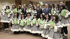 吹雪の中 寒すぎて泣いた JKT48が北海道新聞社を訪問 撮影ロケの裏話披露