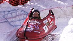 大雪像の雪使いボブスレー、バイアスロン… 冬の大通公園 スポーツフェスにぎわう